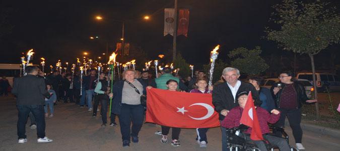 Taşova'da Fener Alayı Yürüyüşü Yapıldı