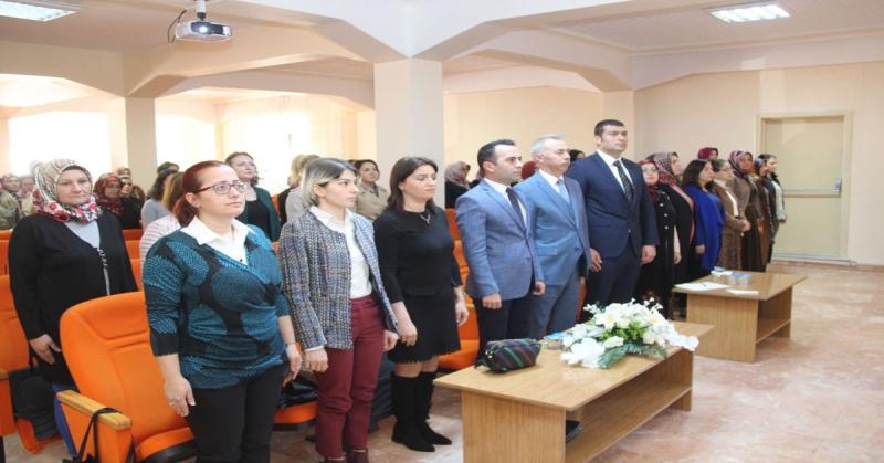 Taşova'da Kadının Eşitlik ve Özgürlük Haklarıyla Toplumdaki Yeri Konulu Panel Düzenlendi