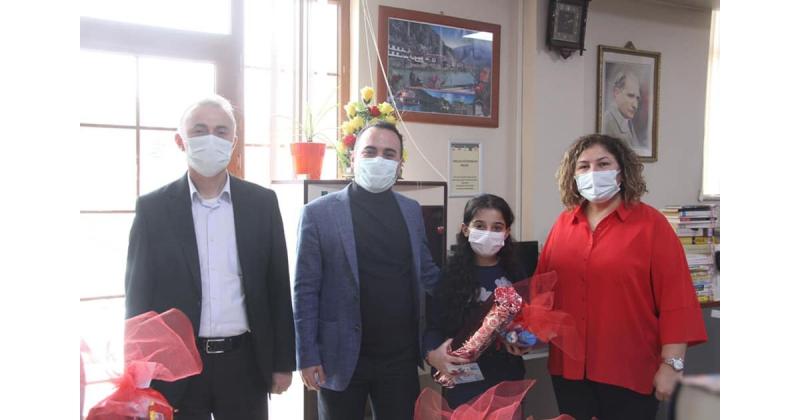 Taşova'da Kütüphaneyi En Çok Kullananlar Ödüllendirildi