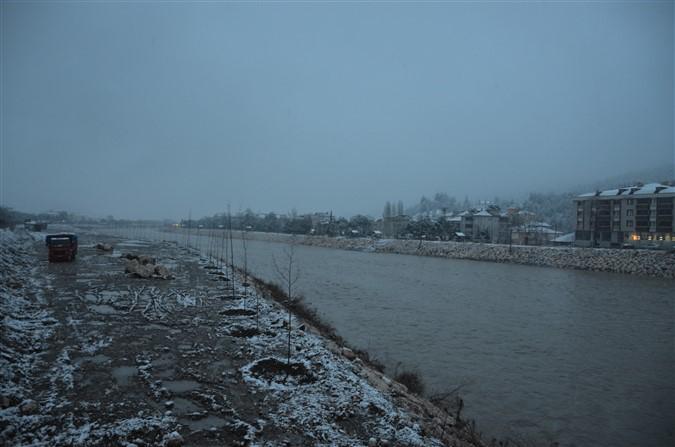 Taşova'da Lapa lapa kar yağıyor