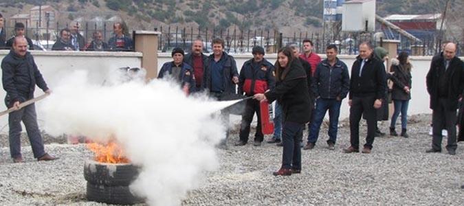 Taşova'da Milli Eğitim Çalışanlarına Yangın Eğitimi Verildi
