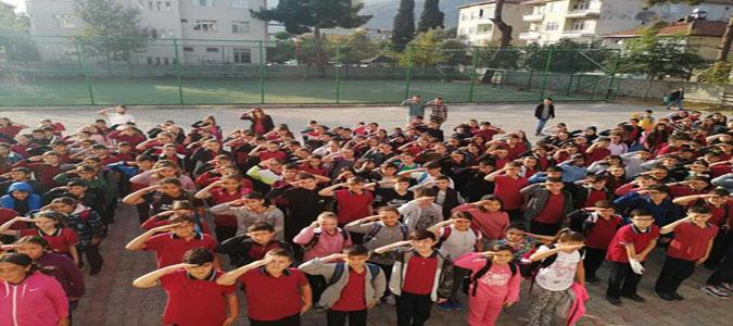 Taşova'da Öğrencilerden Mehmetçiğe Asker Selamlı Destek