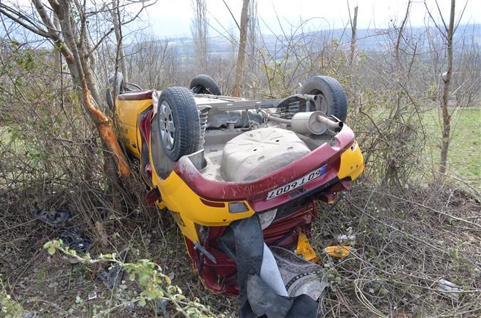 Taşova'da Trafik Kazası: 2 Yaralı