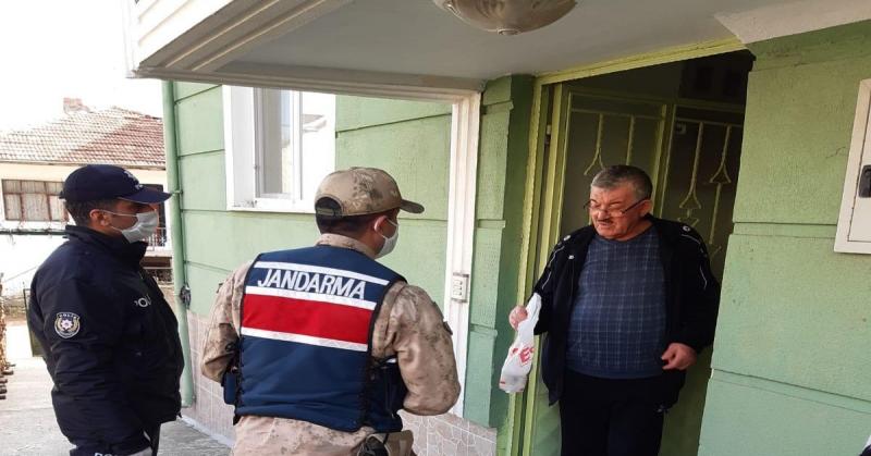 Taşova'da Vefa Sosyal Destek Grubu Yaşlı ve Hastaların İhtiyaçlarını Karşılamaya Devam Ediyor