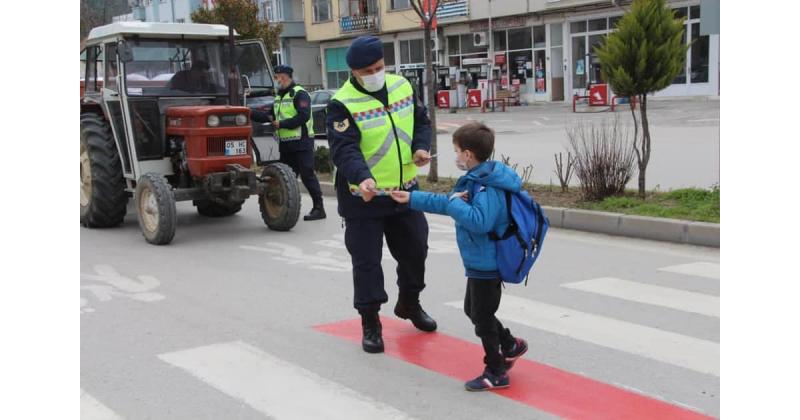 Taşova'da Yaya Önceliği Kırmızı Çizgimizdir Etkinliği Gerçekleştirildi