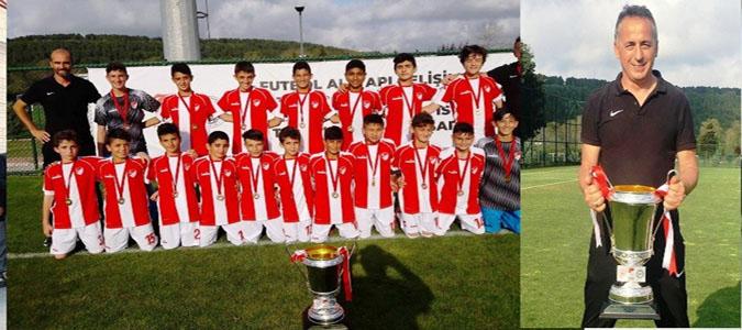 Taşova'lı Antrenörün Takımı Gelişim Liginde Türkiye Şampiyonu