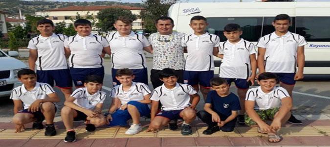 Taşova'lı Hentbolcular Türkiye Şampiyonası için Kuşadası'nda
