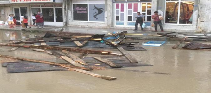 Taşova'yı Yağmur ve Fırtına Vurdu