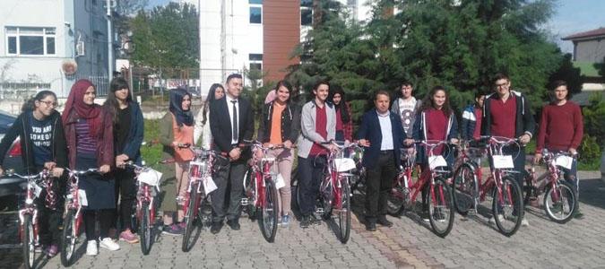 TEOG Sınavında Başarılı  Öğrencilere Bisiklet Hediye Edildi