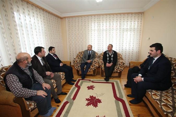 Vali Varol Taşova'da İkamet Eden Şehit Ailesini Ziyaret Etti
