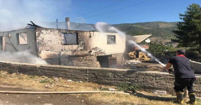 Yenidere Köyünde Ev Yangını