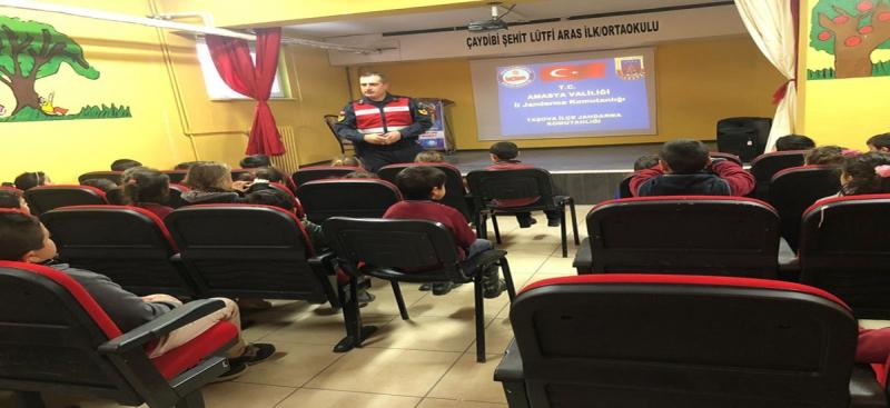 Amasya İl Jandarma Komutanlığı'ndan Öğrencilere Trafik Eğitim Seminerleri