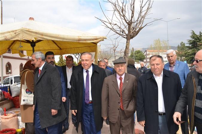 Özgür Özdemir Taşova Pazarı Esnafını Ziyaret Etti