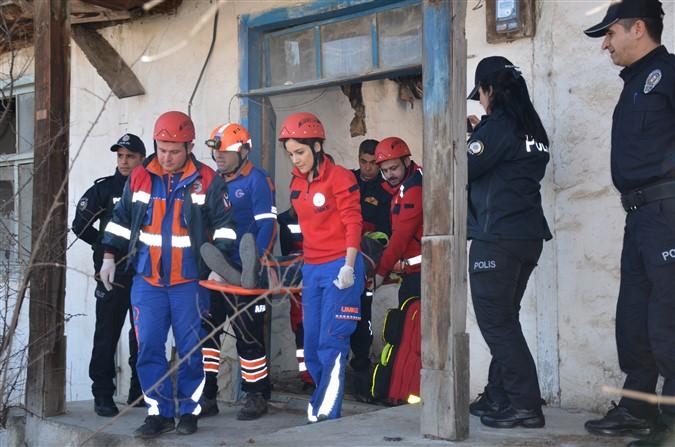 Taşova'da Deprem ve Kurtarma Tatbikatı Yapıldı