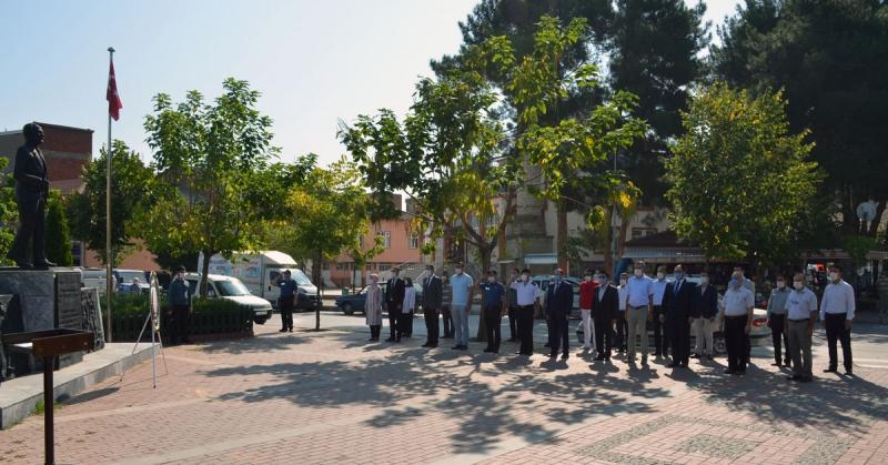 Taşova'da İlköğretim Haftası Dolayısıyla Çelenk Sunuldu