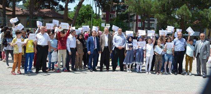 Yılsonu karne töreni Atatürk Ortaokulunda yapıldı